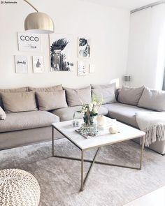 Il salotto è lo spazio in cui stare insieme. Il centro del soggiorno è costituito solitamente dal divano con il suo tavolino da caffè, ma non solo: in aggiunta ci sono poltrone, pouf, poggiapiedi, cuscini, poltrone sospese. Il tocco personale è dato da cuscini, tappeti, tende e decorazioni. 📸 @fashionsabs_ // Salotto Soggiorno Idee Open Space Elegante Accogliente Casa Arredare Interior Design Home Decor #salotto