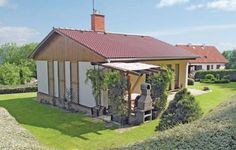 Holiday home Merin Jablonna nad Vltavou Situated in Merin in the Central Bohemia Region, this holiday home is 33 km from Prague. Guests benefit from free WiFi and private parking available on site.