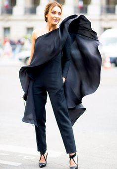 This black pant suit with a dramatic, oversize black ruffle was one of the more stunning looks during haute couture week in Paris. Street Style, Street Chic, Chica Cool, Mode Chic, Glamour, All Black Outfit, Black Ruffle, Mode Inspiration, Couture Fashion