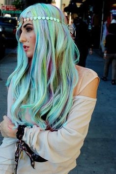 If my hair would bleach that white, this is the hair I'd rock.