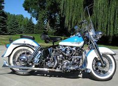 Classic #Harley Davidson Motorcycles love this but I want it in green and black