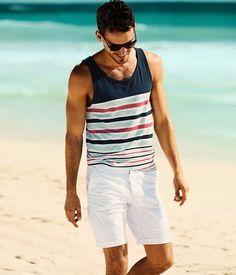 カラーボーダータンクトップで爽やかに!海の男タイプのサーフ系のコーデ。海の男のスタイル・ファッションのアイデア。