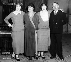 The Dolly Sisters with their mother and father, USA, 1922 - YOONIQ Images - Stock photos, Illustrations & Video footage