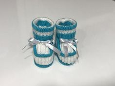 Besten stricken : How to Knit - Baby Booties Crochet Knit Baby Booties, Booties Crochet, Baby Boots, Crochet Slippers, Crochet Hook Case, Crochet Cover Up, Crochet Baby, Knitting Socks, Baby Knitting