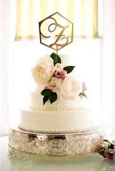 Belmont Estate Wedding by Robyn Van Dyke - Southern Weddings Magazine Ivory Wedding Cake, Wedding Cake Stands, Beautiful Wedding Cakes, Gorgeous Cakes, Wedding Cake Toppers, Purple Wedding, Gold Wedding, Peony Cake, Rose Cake