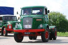 Een oude Henschel vrachtwagen