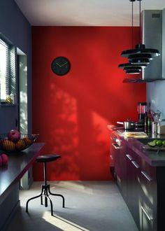 Du rouge tomate pétant pour la déco murale de la cuisine