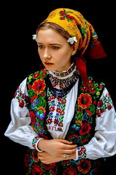 Ethnic Fashion, Fashion Art, Vintage Fashion, Womens Fashion, European Girls, Country Women, Folk Costume, Costumes, Russian Fashion
