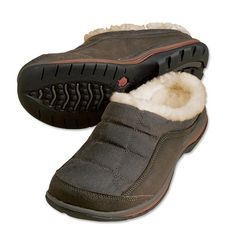Orvis Men's Waxed-cotton Barefoot Slipper These Acorn sheepskin slippers for men have it all. Fashioned with an authentic British waxed-cotton upper, it has Mens Shoes Boots, Men's Shoes, Shoe Boots, Fly Fishing Shop, Acorn Slippers, Sheepskin Slippers, Hunting Gear, Barefoot, Mens Fashion
