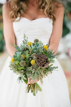 Spreading floral love.: Free People   Inspired Wedding