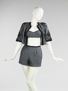 A super cute 1952 beachwear ensemble by Carolyn Schnurer. 1950s Fashion, Vintage Fashion, Vintage Outfits, Vintage Clothing, Women's Clothing, Vintage Mode, Vintage Stuff, Vintage Swimsuits, Passementerie