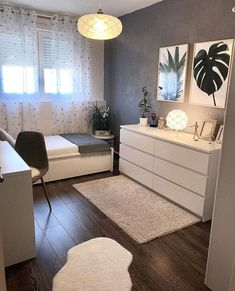 45 Minimalist bedroom decoration ideas that are comfortable … – Bedroom Inspirations Room Ideas Bedroom, Small Room Bedroom, Cozy Bedroom, Bedroom Apartment, Small Bedrooms, Modern Bedroom, Bedroom Furniture, Small Bedroom Designs, Minimalist Bedroom Small