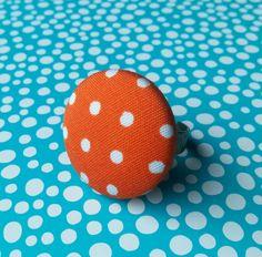 Met stof beklede ring Oranje met stipjes van NiteOwl15 op Etsy, €6,00