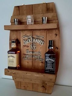 Jack DANIEL's bar shelf is part of Whiskey rack - Diy Home Bar, Bars For Home, Diy Bar, Diy Wood Projects, Woodworking Projects, Decoration Palette, Pallet Wine, Mason Jar Sconce, Bar Shelves
