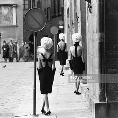 The Italian Collections. Fashion by Capucci, taken in Florence.Queen, March 1961. (Photo by © Norman Parkinson Ltd./courtesy Norman Parkinson Archive/Corbis/Corbis via Getty Images)