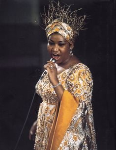 Queen of Soul ♡Aretha Franklin performing 'Funny Girl' at the Academy Awards April Soul Singers, Female Singers, Music Icon, Soul Music, Vintage Black Glamour, Aretha Franklin, I Love Music, African American History, Black Queen