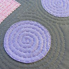 It's one of those things that's a nightmare to do by machine, but super easy by hand. Machine Quilting Designs, Quilting Tips, Quilting Tutorials, Quilting By Hand, Art Quilting, Crazy Quilting, Sashiko Embroidery, Hand Embroidery Designs, Embroidery Stitches