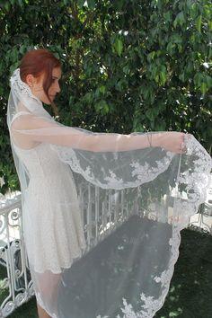 Ivory Tulle Bridal Veil with Elegant Lace EdgeElbow by KILIGDESIGN