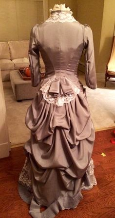 Used Truly Victorian modified to add a peplum at the back. Victorian Era Dresses, Victorian Costume, Victorian Fashion, Vintage Fashion, Vintage Outfits, Vintage Dresses, Dinner Gowns, 18th Century Costume, Bustle Dress
