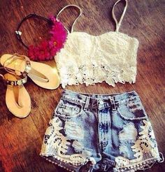 Crop top and high waisted shorts? Heaven!♥️
