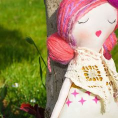 She wanted a walk in the park.and she had a wonderful time enjoyed the sunny 🌞 warm day and the smell of fresh flowers 🌱🌷🌻 Rag Dolls, Fabric Dolls, Hair Keepsake, Pink Purple Hair, Purple Highlights, Beautiful Summer Dresses, Felt Ball, Cool Baby Stuff, Gifts For Girls
