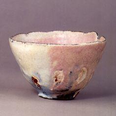 Chawan, Kohiki type, named Yuki no akebono (Snowy Dawn) Ceramic Pinch Pots, Ceramic Clay, Ceramic Bowls, Slab Pottery, Pottery Mugs, Ceramic Pottery, Japanese Ceramics, Japanese Pottery, Ikebana
