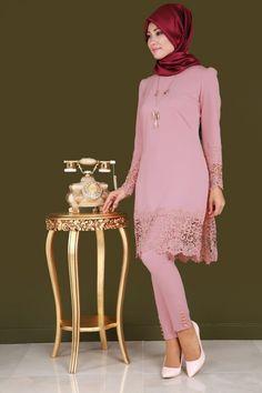 ** SONBAHAR / KIŞ ** Dantel Detay Kolyeli 2'li Tunik Takım Gül Kurusu Ürün kodu: ASM2019 --> 149.90 TL Muslim Fashion, Hijab Fashion, The Dress, Peplum Dress, Modele Hijab, African Fashion, Floral, Fabric, How To Wear