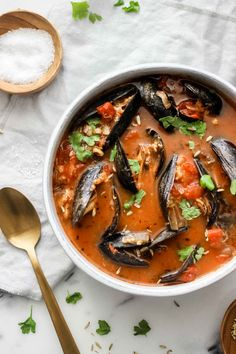 Authentic Italian Cioppino Fish Stew - This fish stew is a classic Italian dish that is bursting with flavor and quick to make at home! - Italian Recipes - The Well Essentials Italian Seafood Stew, Italian Soup, Italian Dishes, Italian Cooking, Vegetable Dishes, Vegetable Pho, Soup And Salad, The Fresh, Seafood Recipes