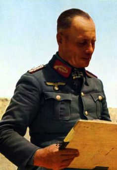 F.M.Erwin Rommel reading map Afrikakorps-1942