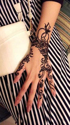 Discovered by Jy Rose. Find images and videos about black and white, hand and na… Discovered by Jy Rose. Find images and videos about black and white, hand and nail on We Heart It – the app to get lost in what you love. Modern Mehndi Designs, Mehndi Design Images, Henna Designs Easy, Beautiful Henna Designs, Mehndi Designs For Hands, Heena Design, Hand Designs, Henna Tattoos, Henna Tattoo Hand