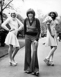 In the UK, designer Mary Quant – posing with two of her autumn collection outfits in May 1972 – took the flared trouser to her heart 70s Fashion, Latest Fashion Clothes, Teen Fashion, Vintage Fashion, Fashion Outfits, Fashion Shoes, Fashion 2016, Classic Fashion, Ladies Fashion