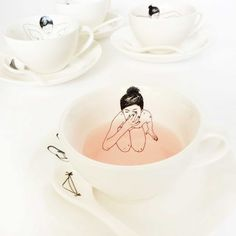 The 'Undressed Tea Set' is designed by Esther Hörchner of Studio Het Paradijs and will surprise you with cleverly illustrated girls on the inside of each porcelain tea cup.
