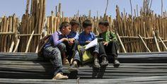 Il futuro dell'Afghanistan  Non altri finanziamenti e nuovi soldati, ma la ricostruzione di una società civile. Questa è la missione di Frozan Mashal. Ve la raccontiamo.    (Reuters/Mohammad Ismail)