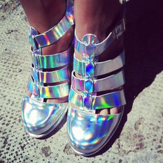 Love-these-Miista-iridescent-shoes-glamourgps-miista-shoes-trend-iridescent-hologram.jpg (612×612)