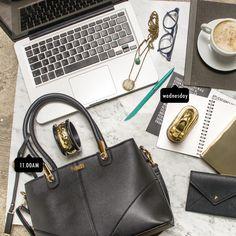 Encontrar los accesorios perfectos, para lucir increíble día a día en el trabajo, están en nuestra página web.