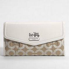 coach wallet :) i need this!