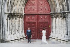 Lisbon wedding photographer. I love find small corners where my coupes feel so well happy and natural. Lisbon is always surprising me! #vintage #smallwedding #winterwedding #bridetobe #london #destination #wedding #lisbon #portugalwedding #love #happy #mydreamwed this amazing wedding dress was designed by the talented @pureza_mb_atelier by jesuscaballero_wdp