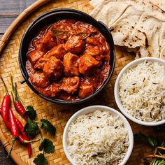 Instant pot Chicken tikka masala spicy curry meat food in cast iron pot with rice and naan bread close up Chicken Tikka Masala, Pollo Garam Masala, Indian Chicken, Creamy Crockpot Chicken, Breaded Chicken Recipes, Ip Chicken, Hp Sauce, Simply Yummy, Indian Food Recipes