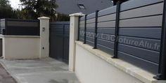 Clôture Alu Persienne Bicolore, 11 Couleurs disponibles ! House Fence Design, Gate Design, Door Design, Fence Doors, Garage Doors, Front Gates, Driveway Gate, Entourage, House Front