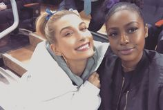 "210.4 mil curtidas, 776 comentários - Hailey Baldwin (@haileybaldwin) no Instagram: ""I took @justineskye to her first hockey game. I feel like a proud Mom!"""