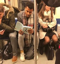 Instagram-Account-Shares-Hot-Dudes-Reading-Books Nyc Subway, Man Images, Books To Read, Reading Books, Man Crush, Military Jacket, Guys, My Style, Celebrities