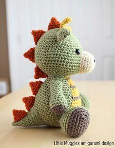 Ravelry: Amigurumi Spike the Dragon pattern by Little Muggles Dragon En Crochet, Crochet Dragon Pattern, Crochet Dinosaur, Crochet Patterns Amigurumi, Crochet Dolls, Cute Crochet, Crochet Crafts, Yarn Crafts, Easy Crochet