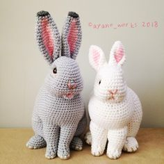 Diy Crafts - worksMany unhealthy substances found in toys are driving mothers to learn how to make amigurumi. Crochet Patterns Amigurumi, Crochet Dolls, Knitting Patterns Free, Chat Crochet, Crochet Rabbit, Knitted Bunnies, Knitted Animals, Diy Crafts Crochet, Crochet Projects