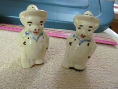 VINTAGE SHAWNEE POTTERY SALT AND PEPPER FARMER PIGS