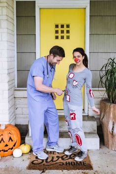 These DIY couples Halloween costumes are so fun (and funny! You'll love rifling through these easy homemade costume ideas for couples, from tropical drinks to movie characters and more. Hallowen Costume, Last Minute Halloween Costumes, Creative Halloween Costumes, Halloween Outfits, Cool Costumes, Halloween Diy, Halloween Couples, Pirate Costumes, Halloween Recipe