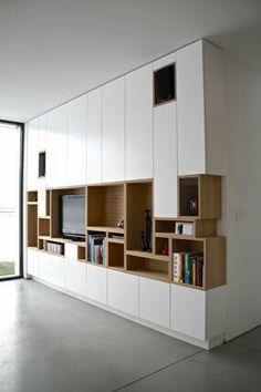 Kastwand - vakjes van boekenkast komen terug in tv-kast Muebles Living, Living Room Storage, Wall Storage, Shelf Wall, Tv Cabinets, Interiores Design, Built Ins, Bookshelves, Bookshelf Ideas