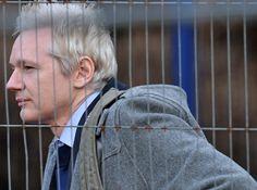 """Fundador do Wikileaks, Julian Assange diz que um dos grandes problemas do Brasil e da América Latina é a concentração da mídia; ele defende o presidente equatoriano Rafael Correa, que lhe deu asilo, aprofunde a disputa com a imprensa local. """"Deveria atacar mais"""", diz ele. """"Quando falamos em liberdade de expressão, temos de incluir a liberdade de distribuição, uma das coisas mais importantes que a internet nos deu"""", afirma"""