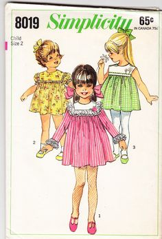 Vintage 1968 Simplicity 8019 Sewing Pattern by SewUniqueClassique Childrens Sewing Patterns, Mccalls Patterns, Clothing Patterns, Fashion Patterns, Pattern Sewing, Sewing Ideas, Vintage Girls Dresses, Vintage Dress Patterns, Baby Dresses