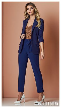 LOOK BOOK 8 • Coleção Reminiscense • Cora Canela Office Outfits For Ladies, Classy Work Outfits, Edgy Outfits, Work Fashion, Fashion Pants, Fashion Looks, Fashion Outfits, Casual Street Style, Casual Chic