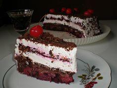 Posna Švarcvald torta - Potrebno je: 3 čaše vode, 2 caše šećera, 1 kašičicu soda bikarbone, 20 punih kašika brašna, 4 kašike kakaoa, 2 štangle rendane čokolade, 1 kašiku krupno mlevenog keksa, 8 kašika ulja, 6 kašika džema od kajsije. Priprema: http://www.posnajela.rs/2015/03/posna-svarcvald-torta/